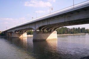 A hétvégén végzi az FKF Nonprofit Zrt. az Árpád híd mosását