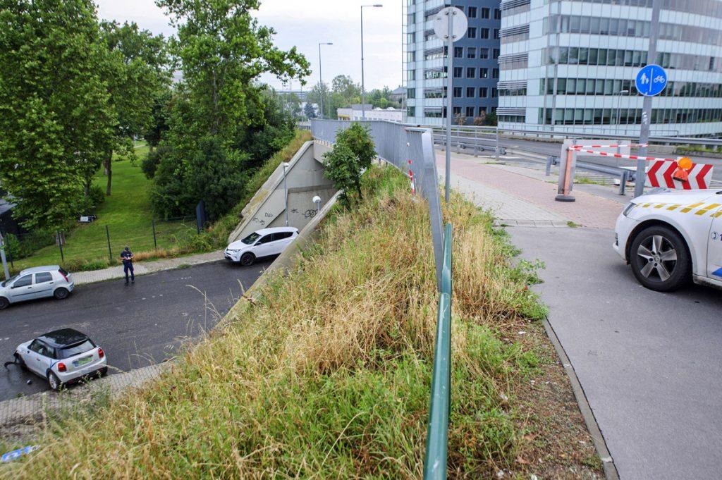 Lezuhant az Árpád híd felhajtójáról egy elektromos autó B